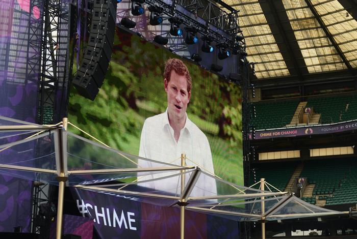 Ролик с принцем Гарри на концерте в защиту женщин в Лондоне. Фото: Ian Gavan/Getty Images for Gucci