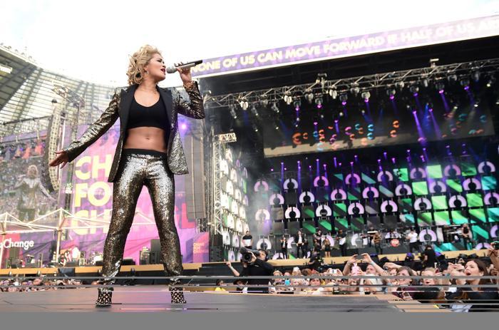 Рита Ора на концерте в защиту женщин в Лондоне. Фото: Ian Gavan/Getty Images for Gucci