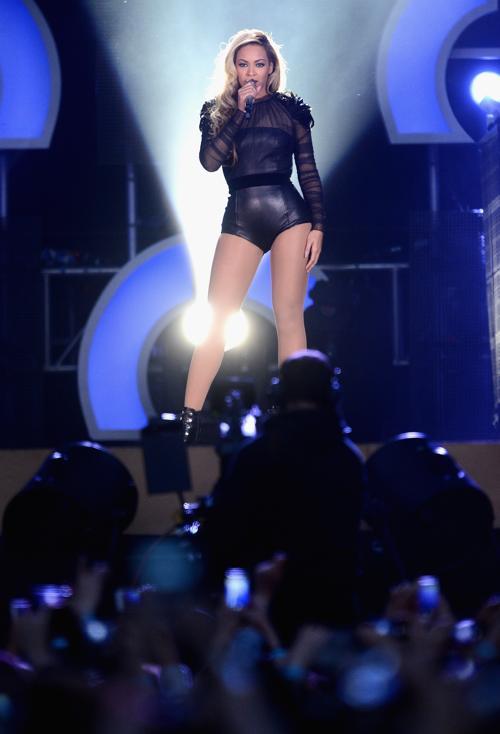 Бейонсе на концерте в защиту женщин в Лондоне. Фото: Ian Gavan/Getty Images for Gucci