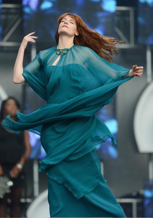 Флоренс Уэлч на концерте в защиту женщин в Лондоне. Фото: Ian Gavan/Getty Images for Gucci
