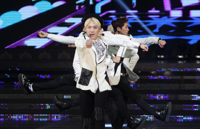 SHINee вытсупили на конкурсе. Фото: Chung Sung-Jun/Getty Images