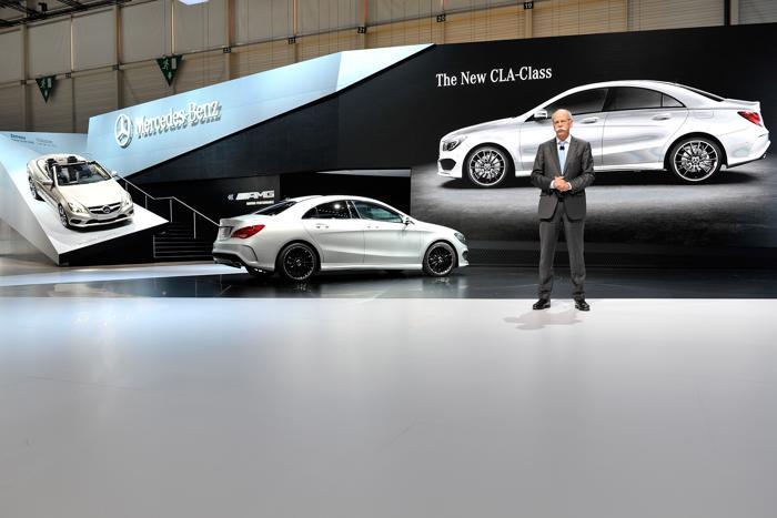 Генеральный директор Даймлер Дитер проводит презентацию от Mercedes-Benz. Фото: Harold Cunningham/Getty Images