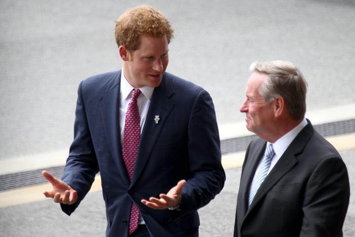 Принц Великобритании Гарри прибыл в Перт 5 октября 2013 года в ходе двухдневного визита в Австралию, где его встречали премьер-министр Австралии Колин Барнетт и его супруга. Фото: Paul Kane/Getty Images