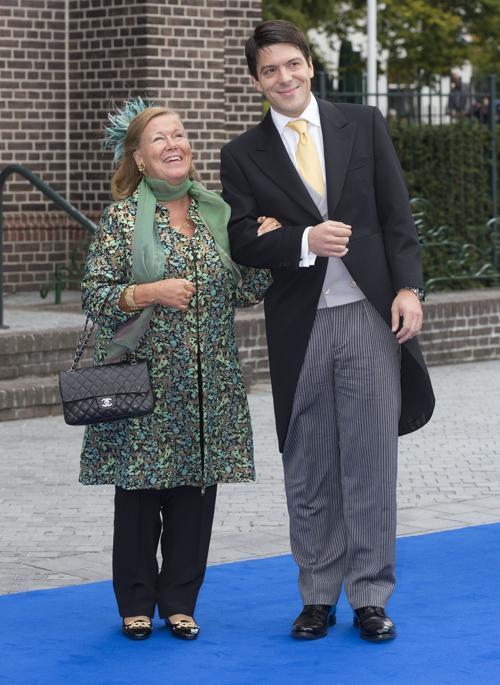 Принцесса Кристина с сыном Бернардо на свадьбе принца Хайме де Бурбон-Парме и венгерки Виктории Червеняк 5 октября 2013 года в нидерландском городе Апелдорне. Фото: Michel Porro/Getty Images