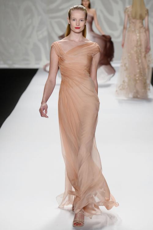 Дизайнер и основатель одного из самых престижных американских брендов вечерних и свадебных платьев Моник Люлье представила новую коллекцию Monique Lhuillier весна 2014 на Неделе моды в Нью-Йорке 7 сентября 2013 года. Фото: Frazer Harrison/Getty Images for Mercedes-Benz Fashion Week Spring 2014