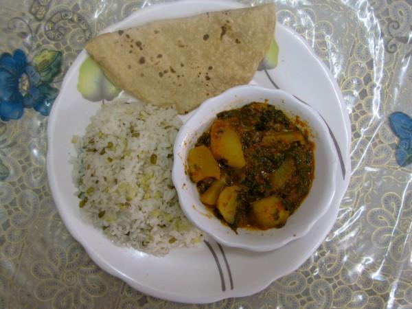 Блюдо можно подавать с индийским хлебом чапати и варёным рисом. Фото: EPOCH TIMES