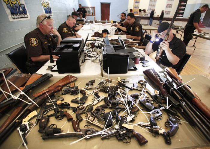 В Детройте предложили обменять оружие на продовольственные карты. Фото: Bill Pugliano/Getty Images