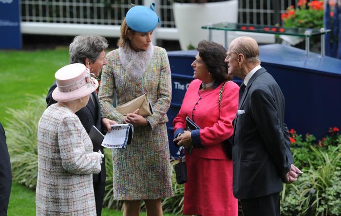 Королева Великобритании Елизавета II посетила скачки в Аскоте 19 октября 2013 года вместе с супругом, принцем Филиппом. Фото: Stuart C. Wilson/Getty Images for Ascot Racecourse