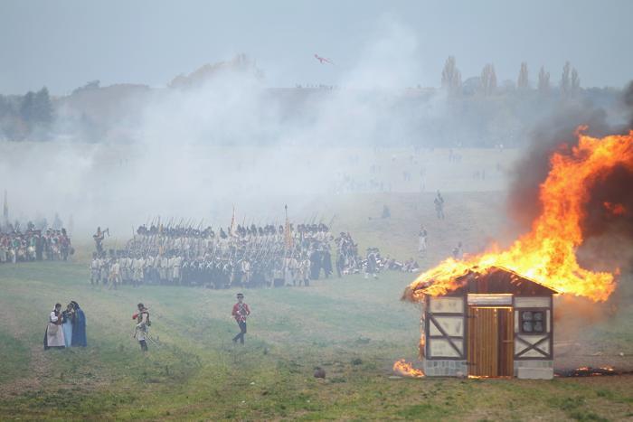 Кульминация празднования 200-летия со дня Битвы народов прошла инсценировкой сражения с участием шести тысяч актёров 20 октября 2013 года в Лейпциге (Германия). Фото: Sean Gallup / Getty Images
