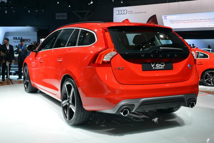 Премьера Volvo V60на авто-шоу в Нью-Йорке. Фото: STAN HONDA/AFP/Getty Images