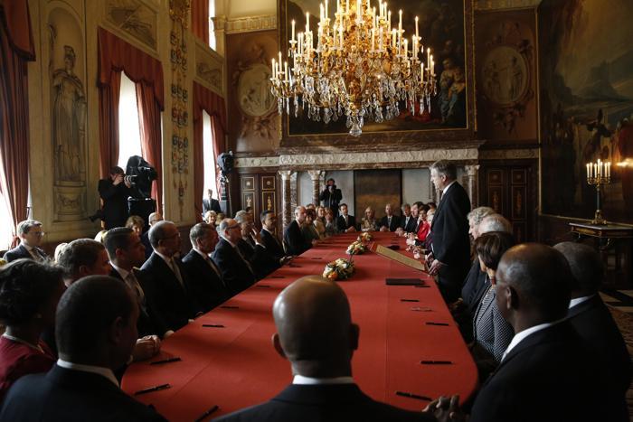Официальная церемония передачи короны состоялась в Нидерландах. Фото: MICHEL PORRO/AFP/Getty Images