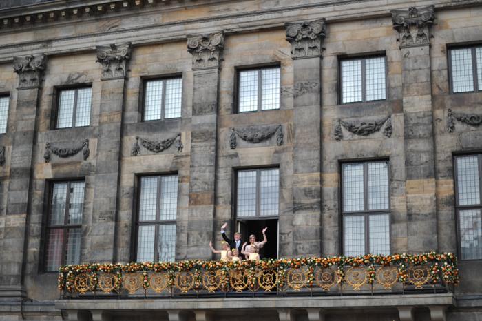 Официальная церемония передачи короны состоялась в Нидерландах. Фото: CARL COURT/AFP/Getty Images