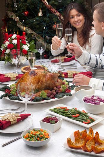 Новогодний стол. Фото: photos.com