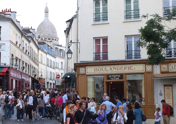 Парижский Монмартр по сей день считается одним из самых романтических районов столицы. Фото: PATRICK KOVARIK/AFP/Getty Images