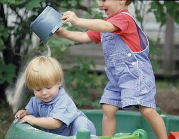 На детской площадке. Фото: Barbara Peacock/Getty Images