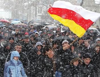 Митинги сторонников Аллы Джиоевой в Цхинвале. Фото РИА Новости