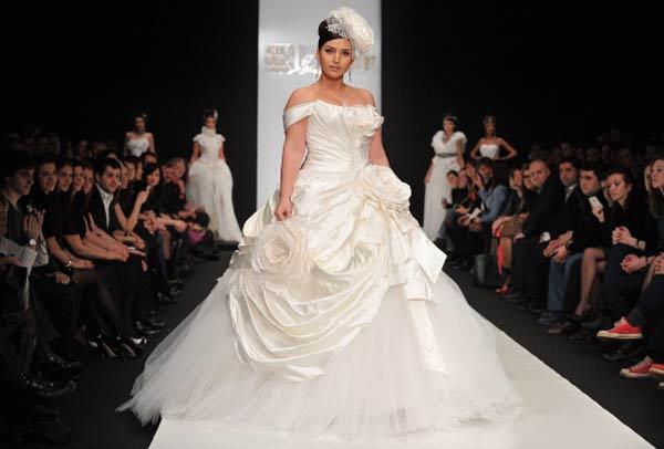 Певица Жасмин в наряде невесты от Дома моды