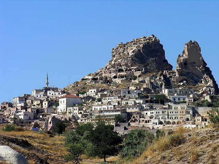Каппадокия – волшебный город, где дома вырублены прямо в скалах, Турция. Фото: Dennis Jarvis/commons.wikimedia.org