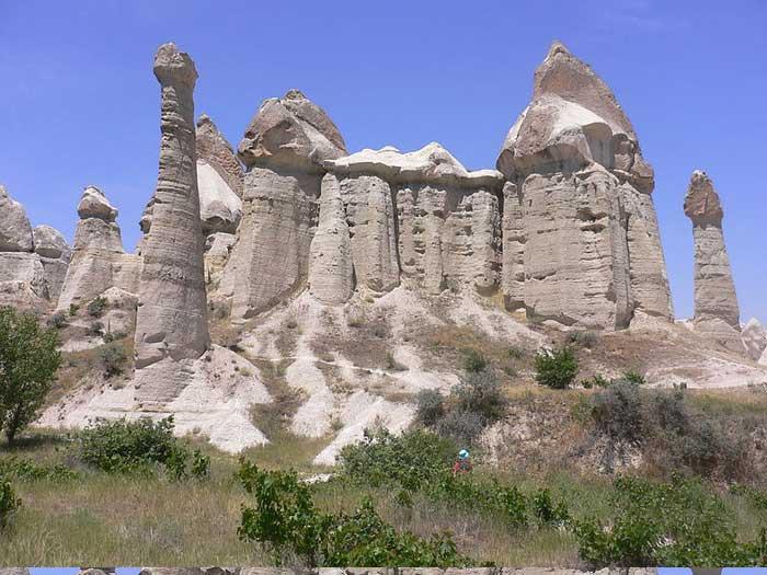 Каппадокия – волшебный город, где дома вырублены прямо в скалах, Турция. Фото: Lanzonnet/commons.wikimedia.org