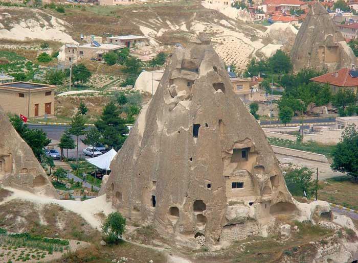 Каппадокия – волшебный город, где дома вырублены прямо в скалах, Турция. Фото: haitham alfalah/commons.wikimedia.org