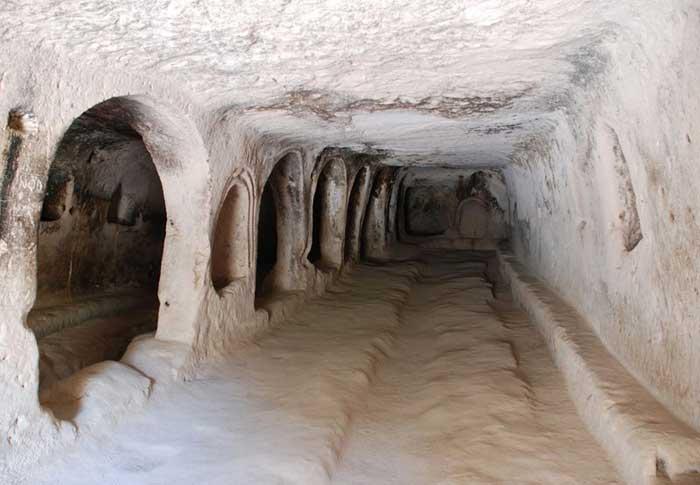 Каппадокия – волшебный город, где дома вырублены прямо в скалах, Турция. Фото: Elelicht/commons.wikimedia.org