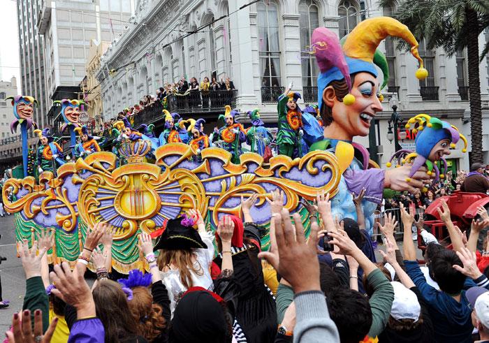 Новоорлеанский карнавал за всю свою длительную историю завоевал любовь и признание у туристов, которые съезжаются в карнавальные дни. Новый Орлеан ежегодно принимает более 800 тысяч туристов, которые хотят полюбоваться карнавальным шествием. Фото: Cheryl Gerber/Getty Images