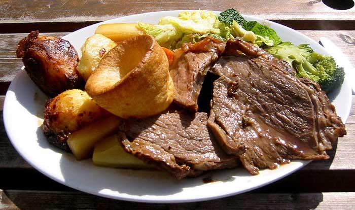 Один из вариантов английского обеда. Фото: Edward/commons.wikimedia.org