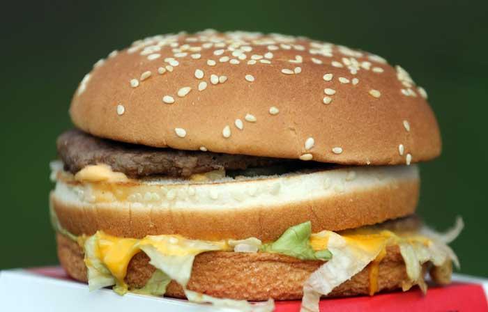 Сэндвич — разновидность бутерброда. Состоит из двух или нескольких ломтиков хлеба (часто булки) и одного или нескольких слоёв мяса и/или других начинок. Фото: Matt Cardy/Getty Images