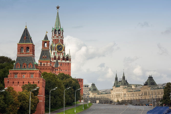 Вид на Спасскую башню, ГУМ. Москва. Фото: Sergey Kelin/Photos.com