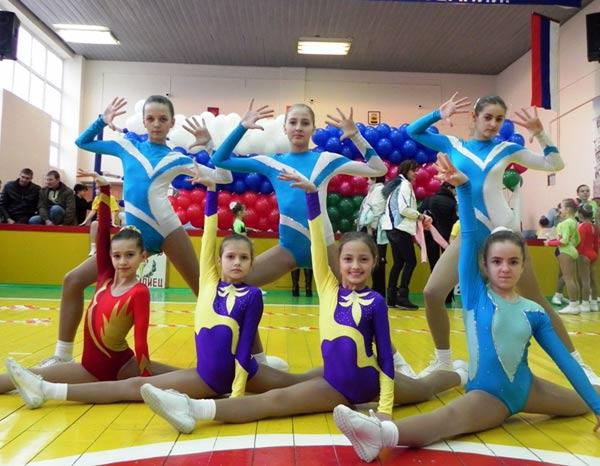 Воспитанницы СДЮШОР Олимпиец .   Фото предоставлено Ольгой Роговой/СДЮСШОР