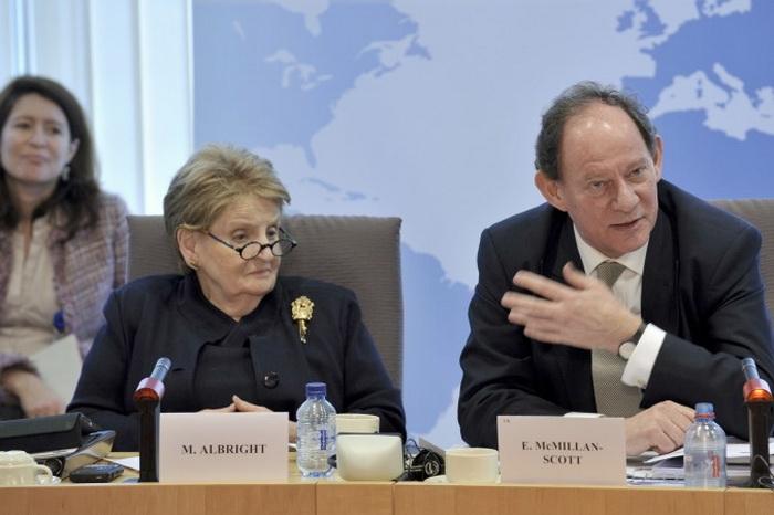 Вице-президент Европейского парламента Эдвард Макмиллан-Скотт и Мадлен Олбрайт, бывший госсекретарь США 14 марта 2011 г. в Брюсселе.  Фото: © European Union 2011 PE-EP