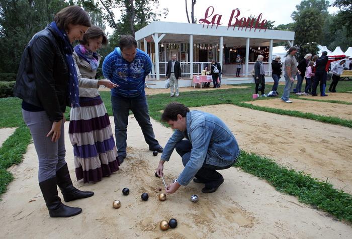 La Boule — petanque cafe в Парке Горького. Petanque (петанк) — провансальская игра, хотя была известна людям ещё с древних времён. Фото: Alexey SAZONOV/AFP/Getty Images
