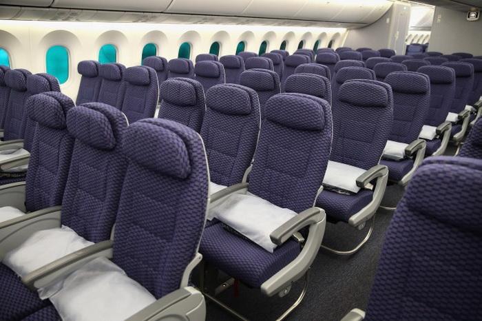 Салон «Боинга 787» авиалинии United Airlines, выставленный на показ после прибытия в международный аэропорт О'Хара. Фото: Scott Olson/Getty Images