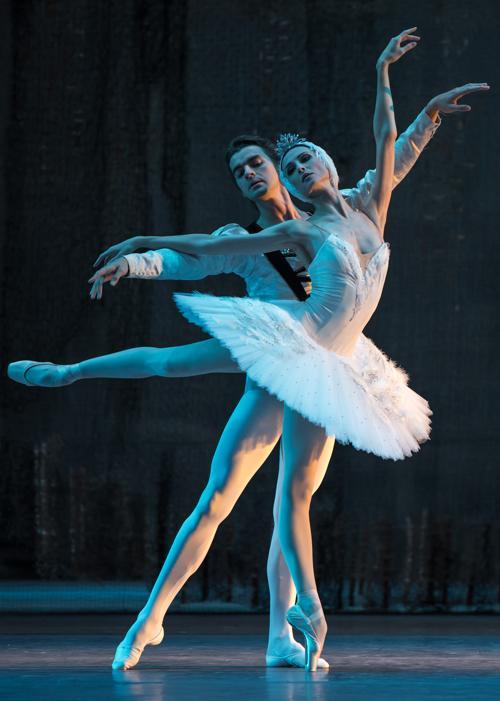 Солисты балета Большого театра Александр Волчков и Светлана Захарова в классическом балете «Лебединое озеро». Лондонский Королевский оперный театр, 29 июля 2013 года. Фото: Ian Gavan/Getty Images
