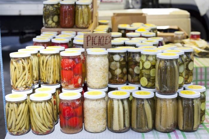 Соленья на фермерском рынке всех форм, размеров и структуры. Фото: Samira Bouaou/Epoch Times