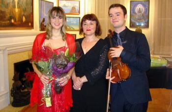 Артисты Лариса Грабуа, Виктория Дондыш, Самюэль Кац. Фото предоставлено Викторией Курченко