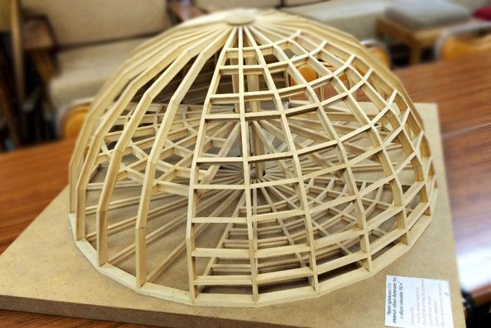 Макет купольного дома. Фото предоставлено пресс-службой Дальневосточного федерального университета
