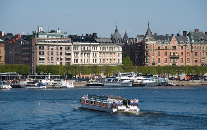 Стокгольм — столица и крупнейший город Швеции. Расположен на восточном побережье озера Меларен. Фото: JONATHAN NACKSTRAND/AFP/Getty Images