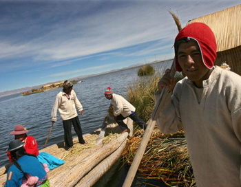 В Перу на озере Титикака, в сельской общине Ликуина-Чико, можно пожить в любой из 13-ти приглашающих семей. Фото: JAIME RAZURI/AFP/Getty Images