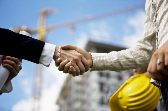 Поиск хорошего, надёжного и доступного по средствам подрядчика стоит затраченного времени. Фото: webphotographeer/Photos.com