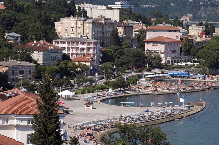 Опатия — жемчужина Адриатического побережья Хорватии, один из самых популярных курортов Европы. Фото: Jimmy Harris/commons.wikimedia.org