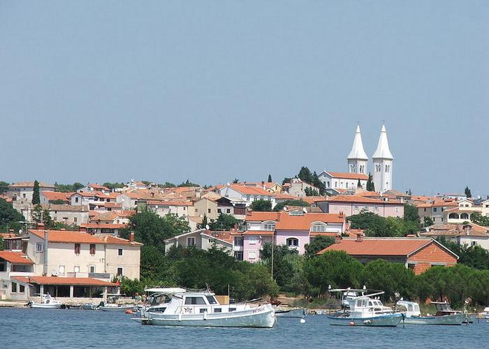 Медулин считается одним из двадцати наиболее популярных курортов Адриатики. Фото: ChrisV/commons.wikimedia.org