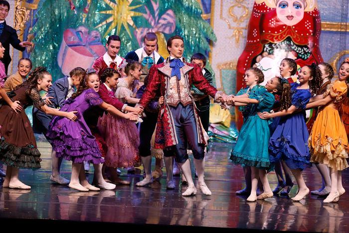 Московская балетная труппа Moscow Ballet представила в Нью-Йорке «Щелкунчика» 30 ноября 2013 года в концертном зале Hammerstein на Манхэттене. Фото: Jemal Countess/Getty Images