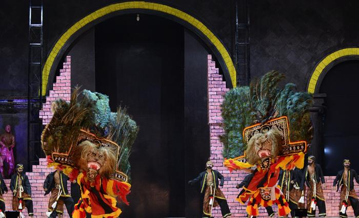 Фестиваль традиционного танца реог прошёл 2 ноября 2013 года в городе Понорого на острове Ява. Фото: Robertus Pudyanto / Getty Images