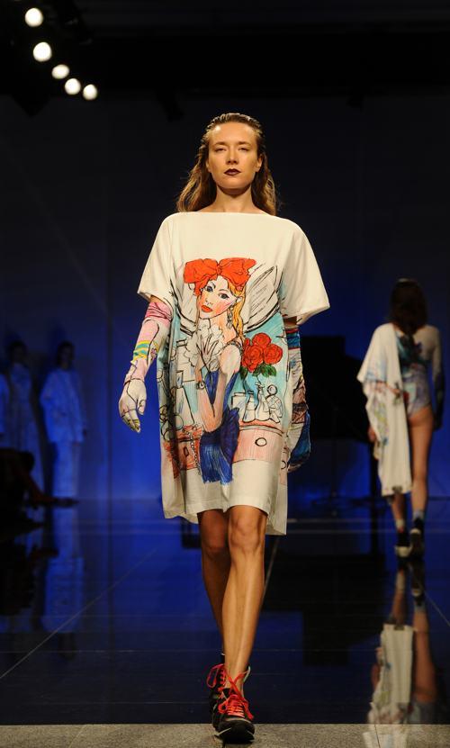 Модный британский дизайнер Джайлс Дикон открыл 1 декабря Неделю моды в Санкт-Петербурге показом новой коллекции одежды Giles Deacon 2014. Фото: OLGA MALTSEVA/AFP/Getty Images