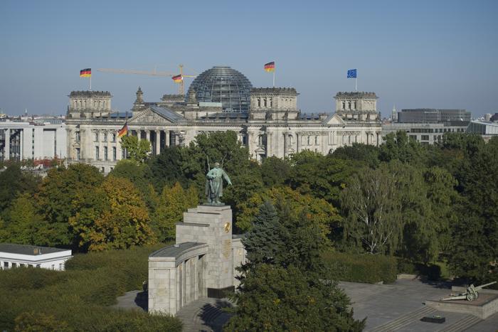 День единства в 23-й раз отметили в Германии 3 октября 2013 года. Тысячи жителей собрались в Берлине у Бранденбургских ворот. Фото: Timur Emek/Getty Images