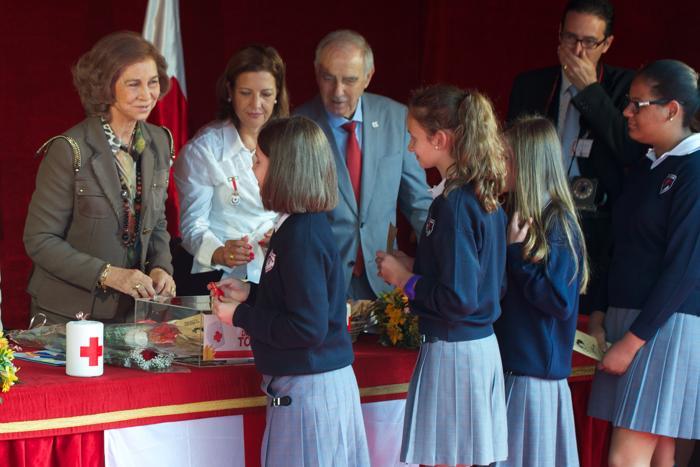 Королева Испании София 3 октября 2013 года приняла участие в сборе средств в Мадриде в День Красного креста. Фото: Carlos Alvarez/Getty Images