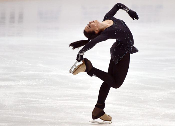 Елизавета Туктамышева выиграла третье место на турнире по фигурному катанию в Финляндии 6 октября 2013 года. Фото: KIMMO MANTYLA/AFP/Getty Images