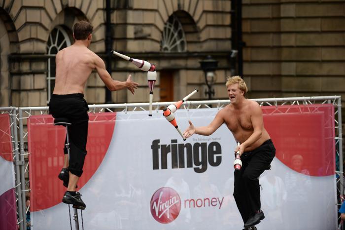 Самый крупный в мире фестиваль искусств в шотландском Эдинбурге собрал сотни артистов и художников 7 августа 2013 года. Фото: Jeff J Mitchell/Getty Images