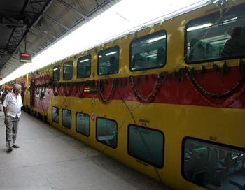 Двухэтажный поезд в Индии. 2012 год. Фото: SAM PANTHAKY/AFP/GettyImages